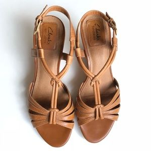 b68f71348e58 Clarks Shoes - Clarks Fiddle Scroll wedge sandals in camel sz 8